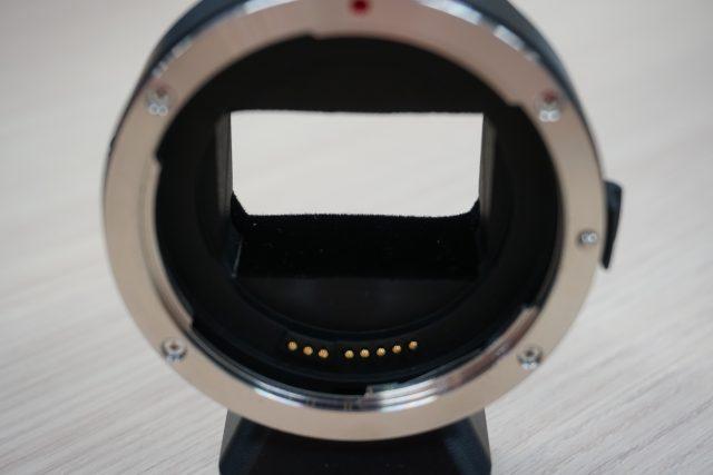 c0e7d5c6ce アダプターの底面には乱反射を防ぐためかと思われますが、フェルト状のものが貼り付けてあって、マウントの内側はマッドブラックで塗装されています。